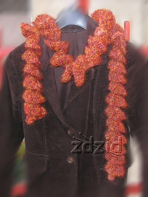 szaliczek-boa wykonany na szydełku z Moheru Himalaya, opis wykonania na stronie: http://zdzid.republika.pl #szydełko #RobótkiNaSzydełku