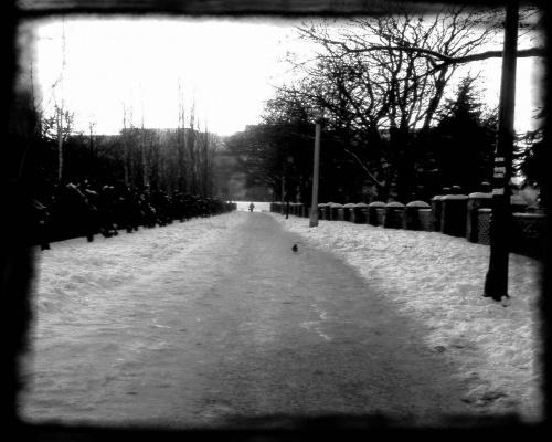 Ciemna uliczka.