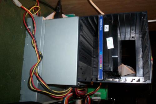 Pamięci masowe ;) HDD 20GB Samsung SV2042H, przedwojenny CD-ROM, zasilacz 200W marki NoName®