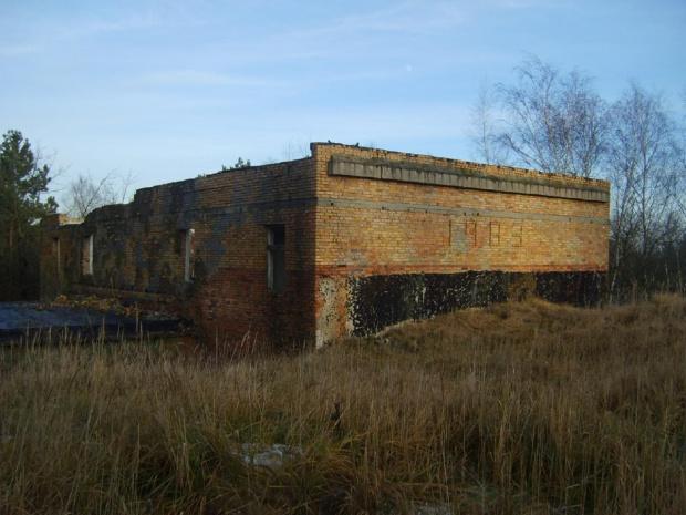Poradziecki budynek na bynkrach w Wilkocinie