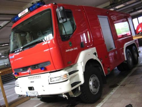 Ciężki samochód ratowniczo-gaśniczy GCBA 8/50 Samochód ratowniczo gaśniczy został zbudowany na podwoziu Renault Kerax, wyposażonym w jednostkę napędową o mocy 420 KM, spełniający normy EURO 3 oraz napęd terenowy 6x6, umożliwiający prowadzenie akcji rat...