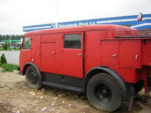 Jest to średni samochod gaśniczy zabudowany przez Sanocką Fabrykę Autobusów. Samochód nosi oznaczenie N71, jest to całkowicie Polska konstrukcja dla Straży Pożarnych. Dane techniczne: -1. Dane podstawowe: Ilość osi: 2 Oś napędzana: tylna Typ podwozia:...