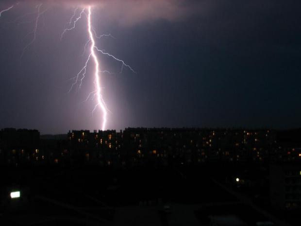 Burza nad podzamczem 16 czerwca 2006 Wałbrzych #Burza #podzamcze #Wałbrzych #piorun #błyskawica #grzmot #deszcz
